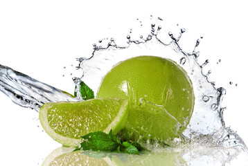 Deurstickers Opspattend water Water splash on lime with mint isolated on white