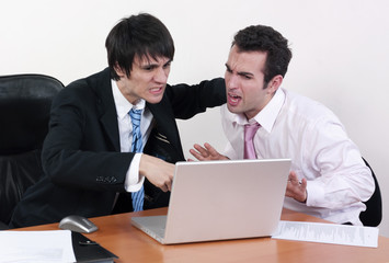 patron en colère après son employé