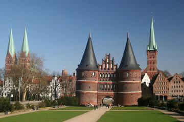 Altstadt von Lübeck mit dem Holstentor
