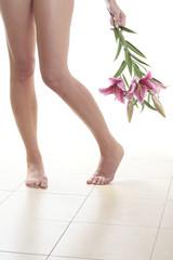 Piernas Desnudas y Flores