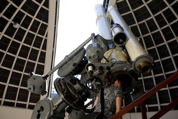 Fernrohr im Observatorium