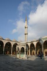 Cortile con la fontana della Moschea Blu