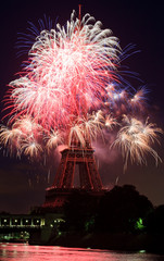 Fototapete - Feux d'artifice 14 Juillet 2009 Tour Eiffel