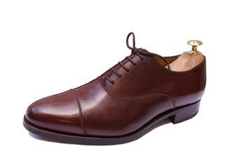 Chaussure richelieu marron haut de gamme, avec embauchoir