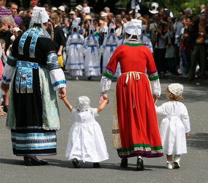 dentelle ,coiffe,coiffure,blanche,costume,folklore,breton