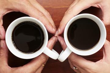 Manos Con Tazas de Cafe
