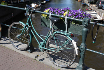 Amsterdam-Bike, Canal and flowers