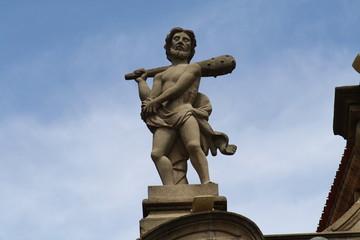 Detalles de la fachada del ayuntamiento de Pamplona, Navarra.
