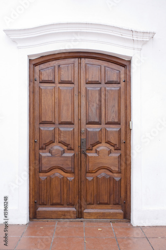 Puerta De Madera Estilo Colonial Stock Photo And Royalty Free