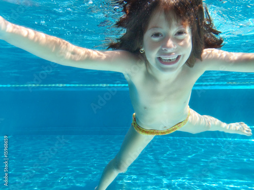 Teen Mädchen am Pool