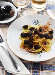 Ravioli alle prugne e ricotta - Cucina tradizionale toscana