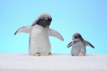 親子ペンギンの人形