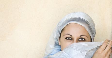 volto di donna arabo orientale
