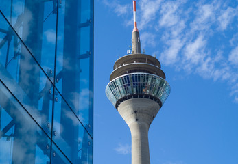 Fotobehang Aan het plafond Fernsehturm und Stadttor