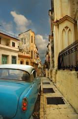 Street in Havana whit American old car