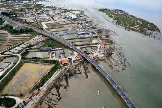 Pont viaduc Marennes - Oléron , Bassin Ostréicole Bourcefranc-le