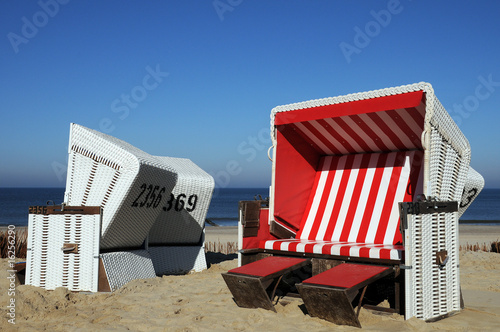 strandkorb nordsee ostsee meer see rot stockfotos und lizenzfreie bilder auf. Black Bedroom Furniture Sets. Home Design Ideas
