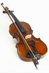 Geige mit Geigenbogen