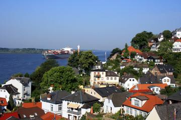 Blankeneser Treppenviertel und Elbe in Hamburg