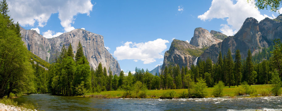 A panaromic view of Yosemite Valley