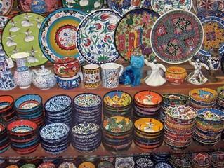 Bunt bemalte Keramik