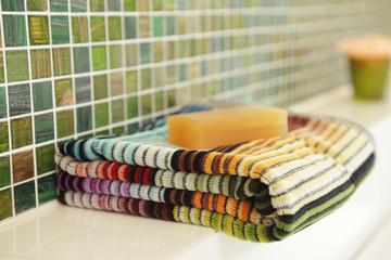Badezimmer mit Handtuch und Seife