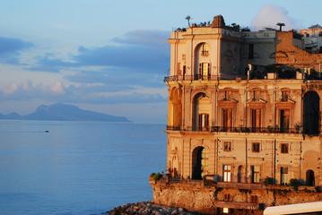 Palazzo Donn Anna con l isola di Capri sullo sfondo - Napoli