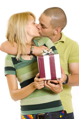 man giving a present tot his girlfriend and kissing her