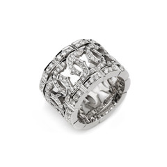 White gold pattern ring with white diamonds for gift or marriage