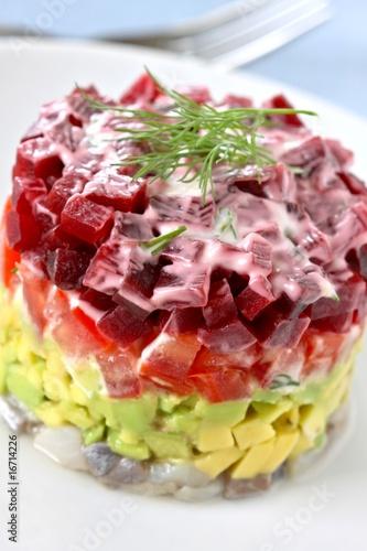 hering salat mit avocado tomaten rote beete stockfotos. Black Bedroom Furniture Sets. Home Design Ideas