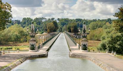 pont canal sur la loire