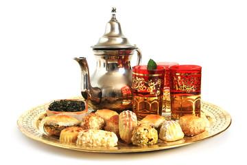Patisseries orientales et thé vert à la menthe