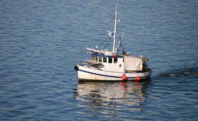 bateau dans le fjord
