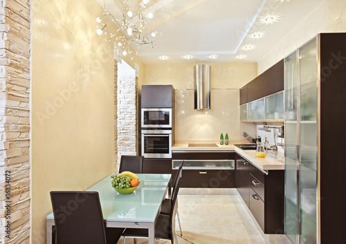 Кухня в теплых тонах  № 889884 загрузить