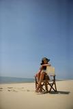 femme assise sur le sable au bord de la mer photo libre de droits sur la banque d 39 images. Black Bedroom Furniture Sets. Home Design Ideas