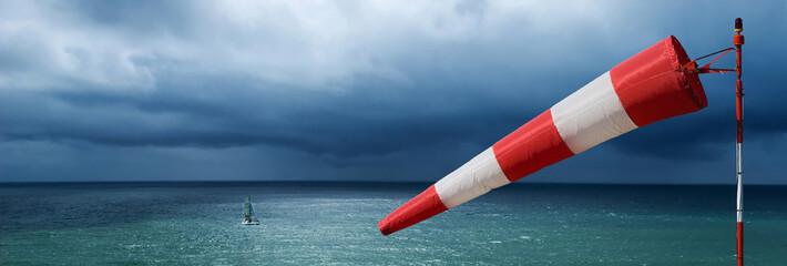 Foto auf Gartenposter Onweer vent tempête météo manche air mer océan bâteau voilier naviguer