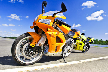 Foto op Canvas Snelle auto s Motorcycles standing on the road