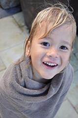 petit garcon dans sa serviette