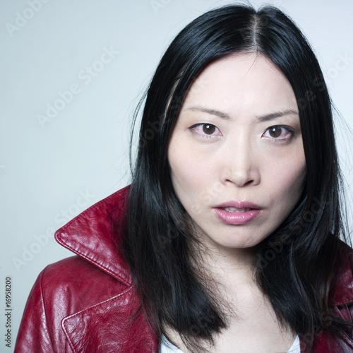 jeune femme asiatique attitude de coll re photo libre de droits sur la banque d 39 images fotolia. Black Bedroom Furniture Sets. Home Design Ideas