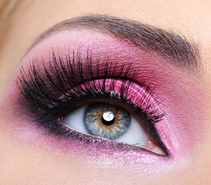 Crimsom make-up eye and  long eyelashes
