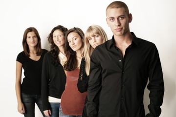 gruppe fröhlicher teenager