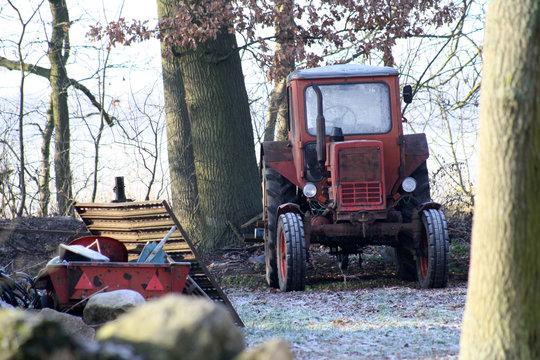 Traktor in Winterpause