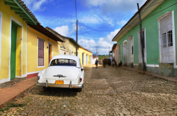 Tuinposter Oude auto s Car in Trinidad street, cuba