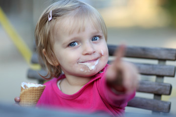 Kind und Eis