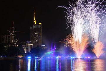 Feuerwerk vor der Skyline in Frankfurt am Main