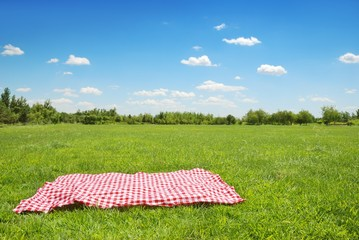 Zelfklevend Fotobehang Picknick picnic cloth on meadow