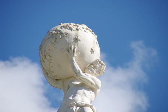 statue d'Atlas supportant le monde.