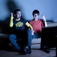 jeunes supporter détente télévision