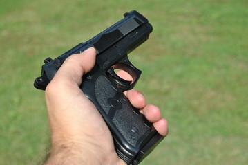 Pistola in una mano