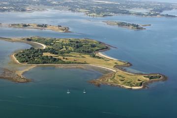 vue aerienne  de l'île Ilur (Comm. d'île-d'Arz), Golfe du Morbih